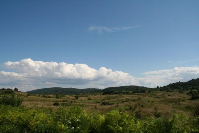 Pokrajina južno od Karlovca, stran od avtoceste. Tu so potekale bitke v ne tako oddaljeni