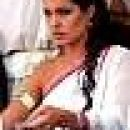 Angelina Jolie v filmu Aleksander.V tem filmu je igrala Aleksandrovo mamo.