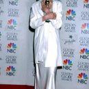 Angelina v belem kostimu.