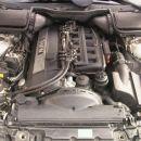 Motor z vidnim celotnim plinskim sistemom v motornem prostoru