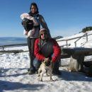 prvi izlet na Veliko Planino mamica, očka, punčka Leyla in kuža Angus 26.1.2008