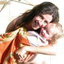 Lia Roza in mamica na vrtu pri noni