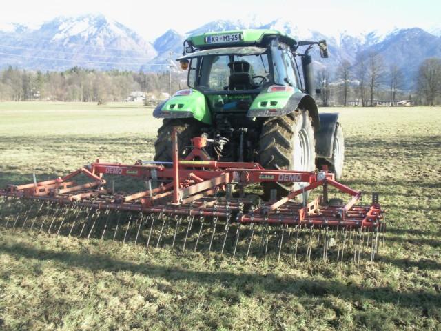 česalo -priprava travnikov - foto