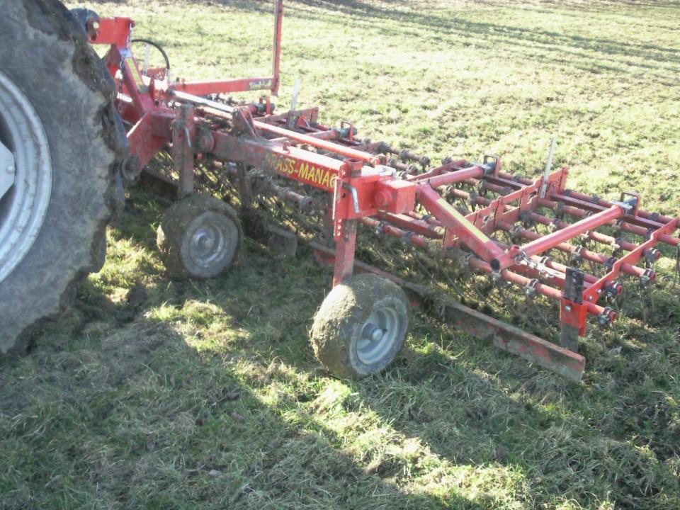 česalo -priprava travnikov - foto povečava
