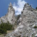 stolpiči pred goro