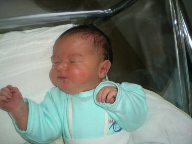 Naša Ela še v porodnišnici