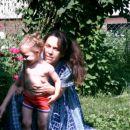 Marika, ki se je takole skrivala za širokimi oblačili -poletje 2003