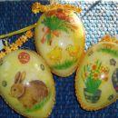 AndrejaS:  pirhi so narejeni iz prozornih plasticnih jajckov in so obdelani z notranje st