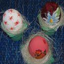 Gumbek:  Rožice: plastično jajce, pobarvano z belo barvo in z barvo dorisane rožice. Mar