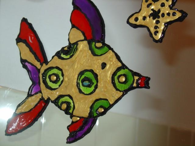 Mica za BojoMojo (window color riba in zvezda, že namontirani na ogledalu v kopalnici)