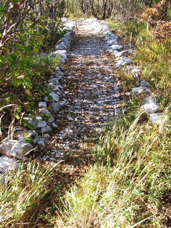 Del rimske ceste, če ste jo spregledali, ko smo zapustili vrh Kršičevca