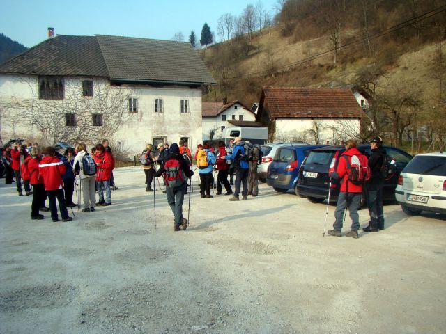 Ob 8 uri zjutraj smo se zbrali na parkirišču pred gostilno Lenger v Žireh