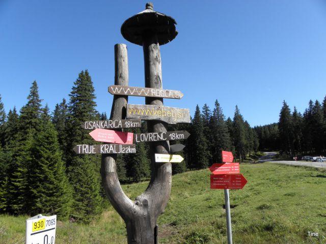 Planinski, turistični in cestni smerokazi nam kažejo pot