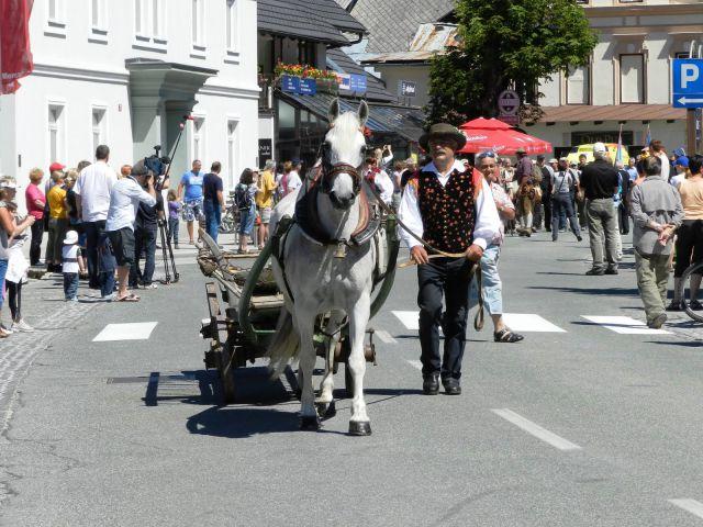 Prvotno gorsko reševalno vozilo z eno konjsko močjo