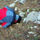 Le kaj je našel na tleh, da tako zija (odgovor sledi)