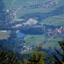 Pogled na Preddvor z jezerom Črnjava