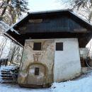 Zanimiva stavba sredi gozda