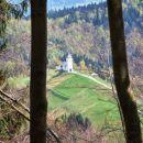 Prvi pogled na cerkvico s. Primoža in Felicijana na Jamniku