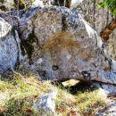 Prehodi pod skalami