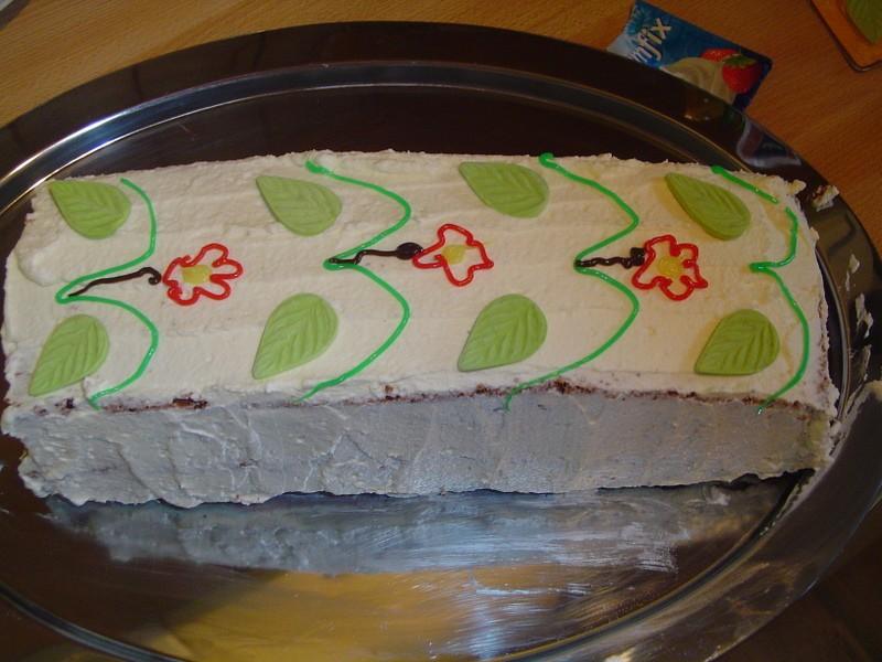 nekaj torti podobnega
