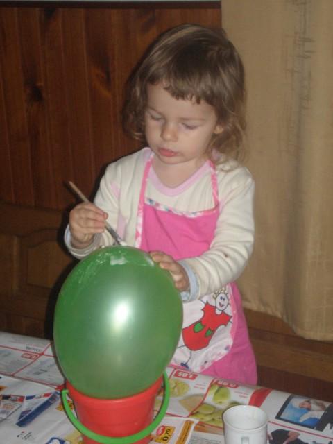 Maja se je spopadla z balonom