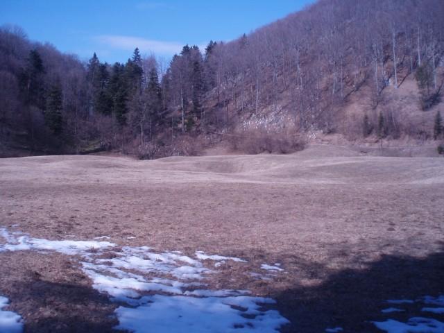 Formila-travnata jasa s kraškimi pojavi kar globoko v osrčju Boča leži na cca. 635 metrov