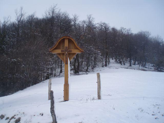 ...nov križ - postavljen leta 2012 pod vzhodnim delom Turka...