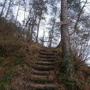 ...navzgor po stopnicah, v pomoč...