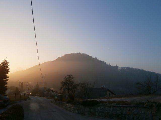 ...pogled iz vzhoda na Hom...