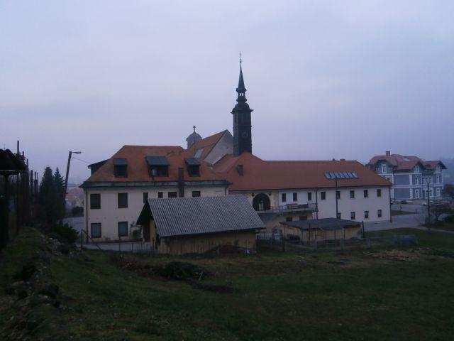 ...preko samostana...