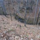 ...pogled navzdol na sotesko Velikega potoka...