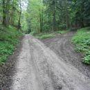 ...desno za Gaveza, dom lovcev Rogaška Slatina se odcepi pot...