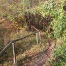 ...levo kamnolom in zaščitna ograja...