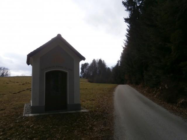 ...kapelica/Laze pri Dramljah