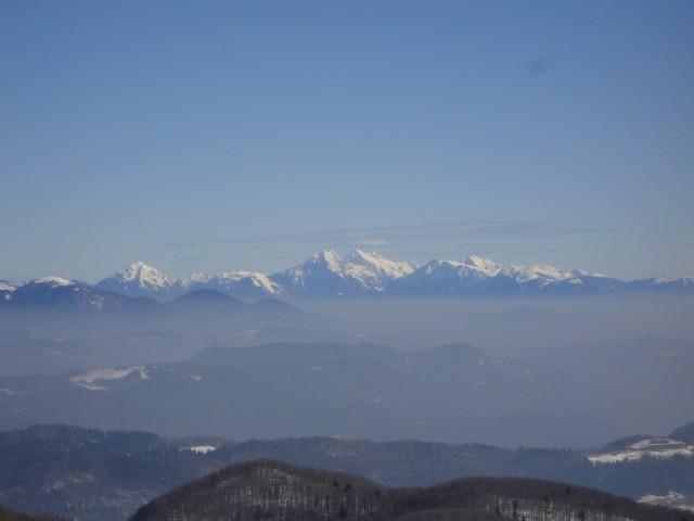 ...vse do Kamniško Savinjskih alp na vzhodu