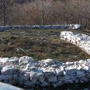 Kamnita kača, ki predstavlja VELESA
