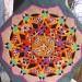 V glineno lampo je vrezana mandala štirih božjih izrazov.