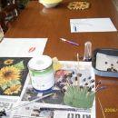 Pogled na mojo jedilno mizo med ustvarjanjem. To je pospravljeno, jemo na drugem koncu.