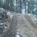 pot pomrzjena proti planini Kofce
