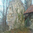 gori so še ostanki cerkvice sv.Urbana