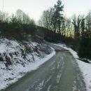 tu gor po totem asfaltu je strmo do amena