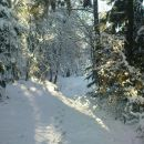 spust v dolino po globokem snegu