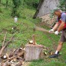 tu pa tam kako klaftro drv razsekamo:-))
