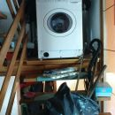 pralni stroj na stopnicah,ker bi ga v kleti zalilo