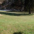 kar tu dol po travniku