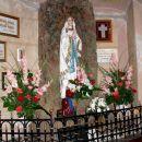 čudovit stranski oltar z Marijo