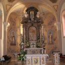 zanimiv glavni oltar,kjer so slike iz kamna