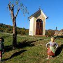 kapelica ob poti proti Ložini