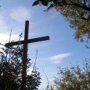 pri križu gremo naprej po zelo lepi poti