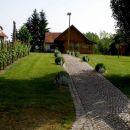 mimo etnografskega muzeja pri Korpičevih v Dravcih